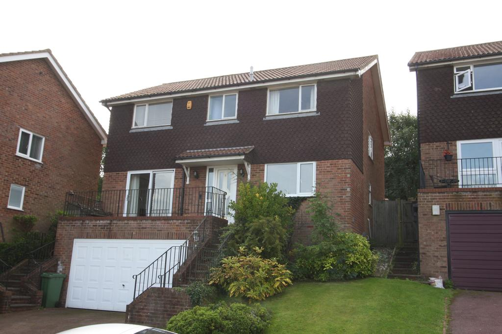 4 Bedrooms Detached House for sale in Downside Close, Eastbourne BN20