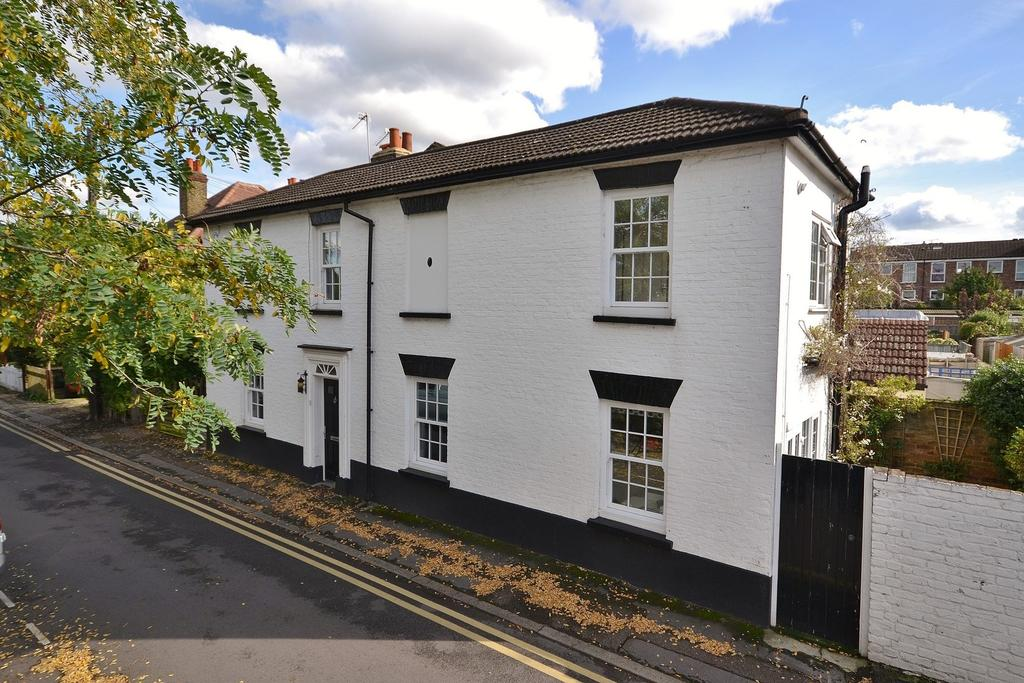 2 Bedrooms End Of Terrace House for sale in Thames Ditton