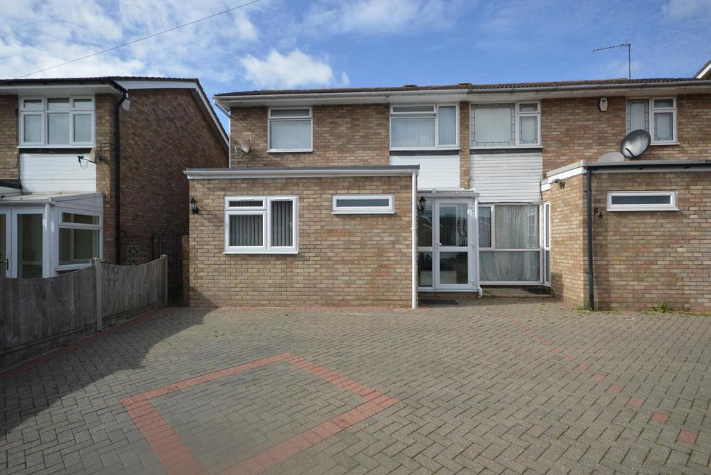 3 Bedrooms Semi Detached House for sale in Udall Gardens, Romford, RM5