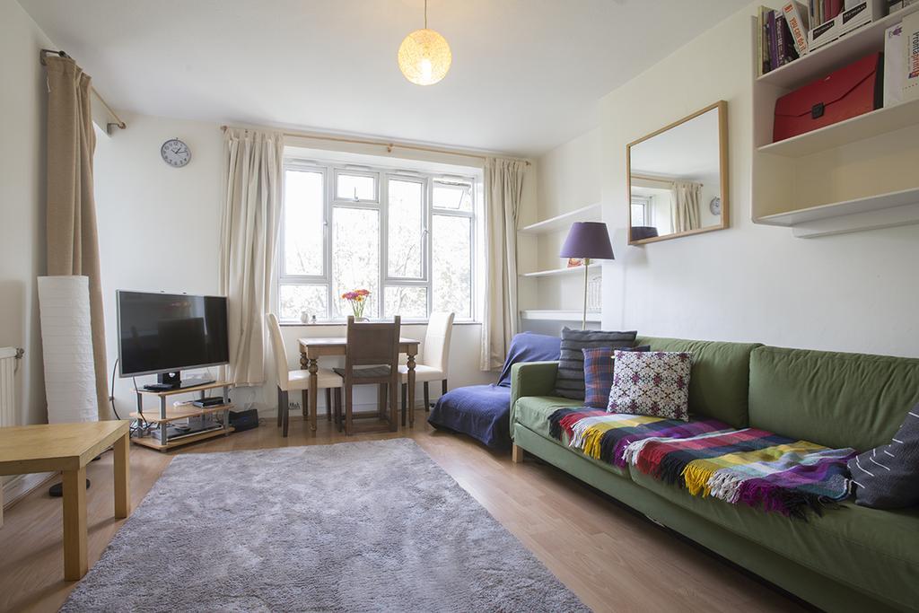 2 Bedrooms Flat for sale in Matthias Road, Islington, London N16
