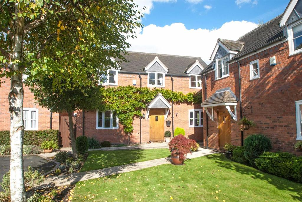 3 Bedrooms Detached House for sale in Bromley Court, Kings Bromley