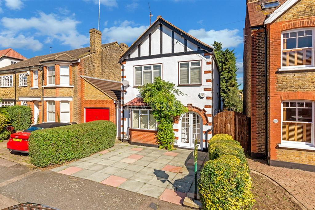 3 Bedrooms Detached House for sale in Loughton