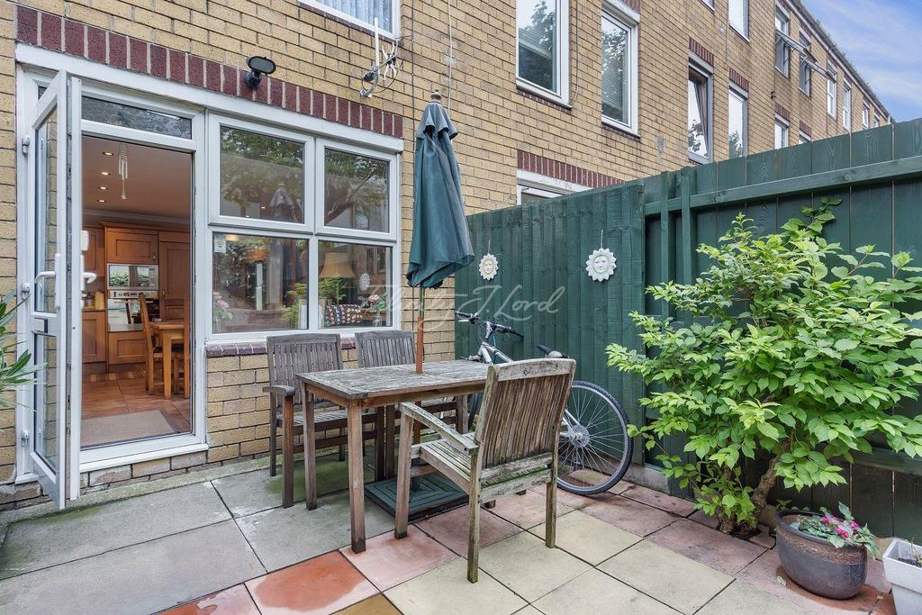 3 Bedrooms Terraced House for sale in Evans Close, Hackney, E8