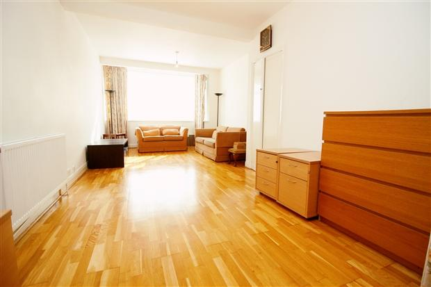 Bed Room House For Rent Near Queensbury Station