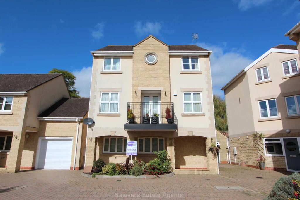 4 Bedrooms Detached House for sale in Field House Gardens, Bowbridge