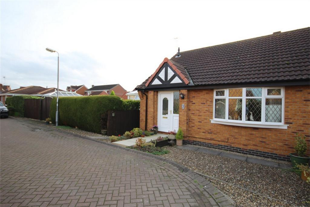 2 Bedrooms Semi Detached Bungalow for sale in 3 Primrose Park, Woodmansey, East Riding of Yorkshire