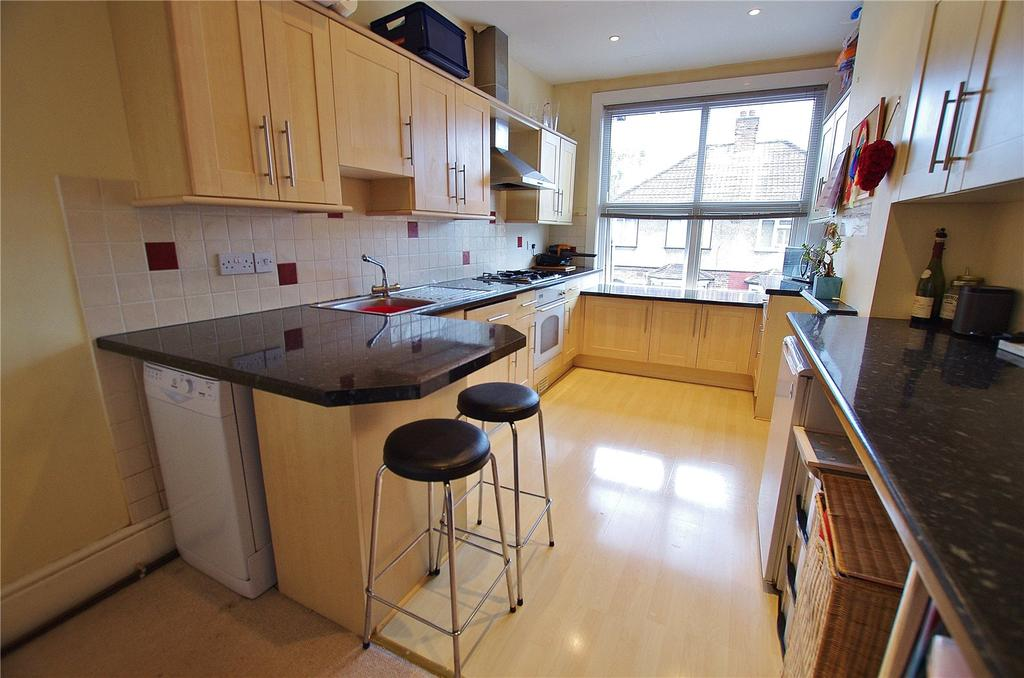 3 Bedrooms House for sale in Benskin Road, Watford, Hertfordshire, WD18
