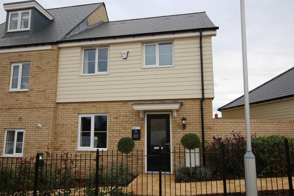 3 Bedrooms Semi Detached House for sale in Tall Trees, Biggleswade Road, Potton, Bedfordshire