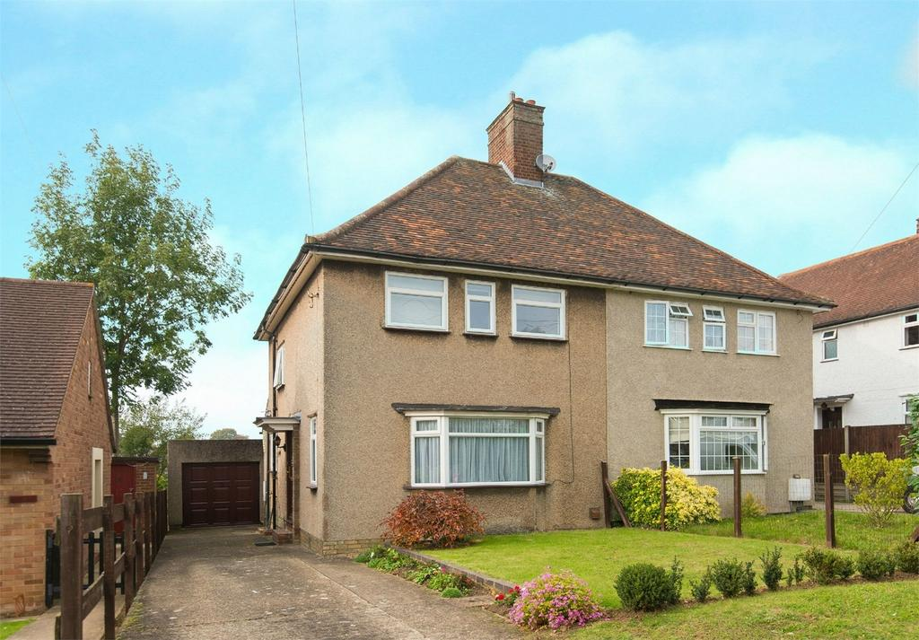 3 Bedrooms Semi Detached House for sale in Icknield Way, Letchworth, Herts