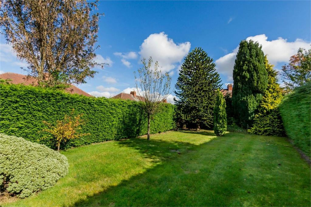 3 Bedrooms Semi Detached House for sale in Malton Avenue, Heworth, YORK