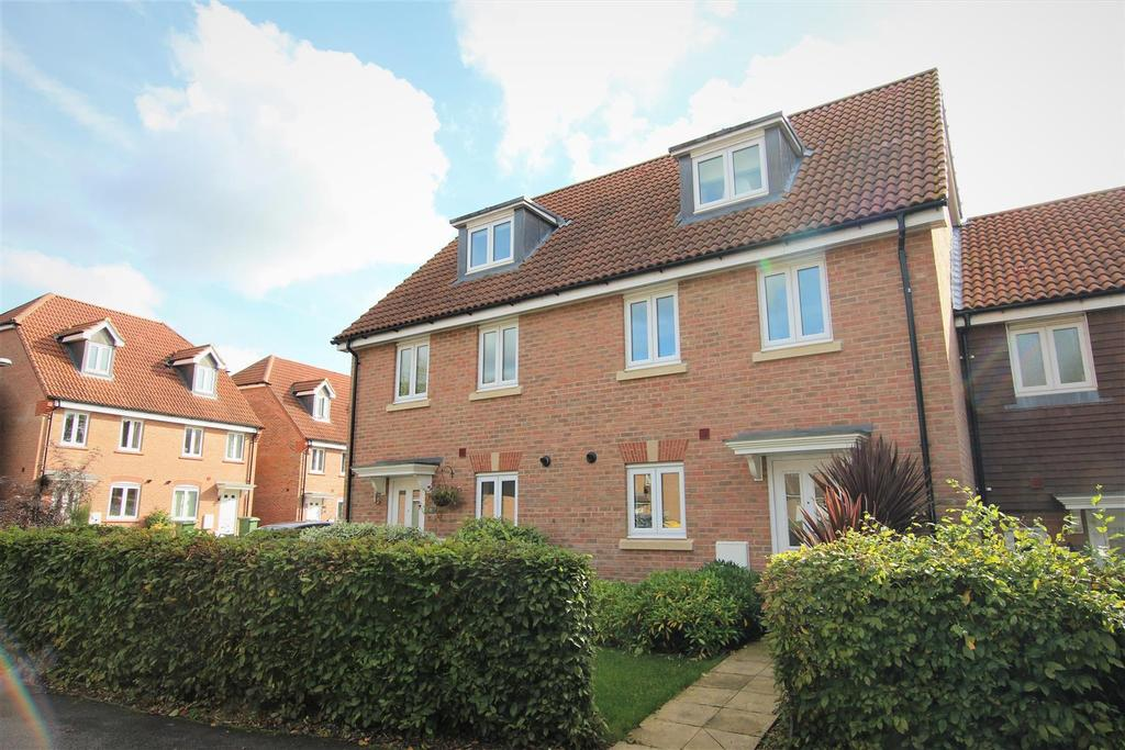 3 Bedrooms Terraced House for sale in Orchard Close, Burgess Hill