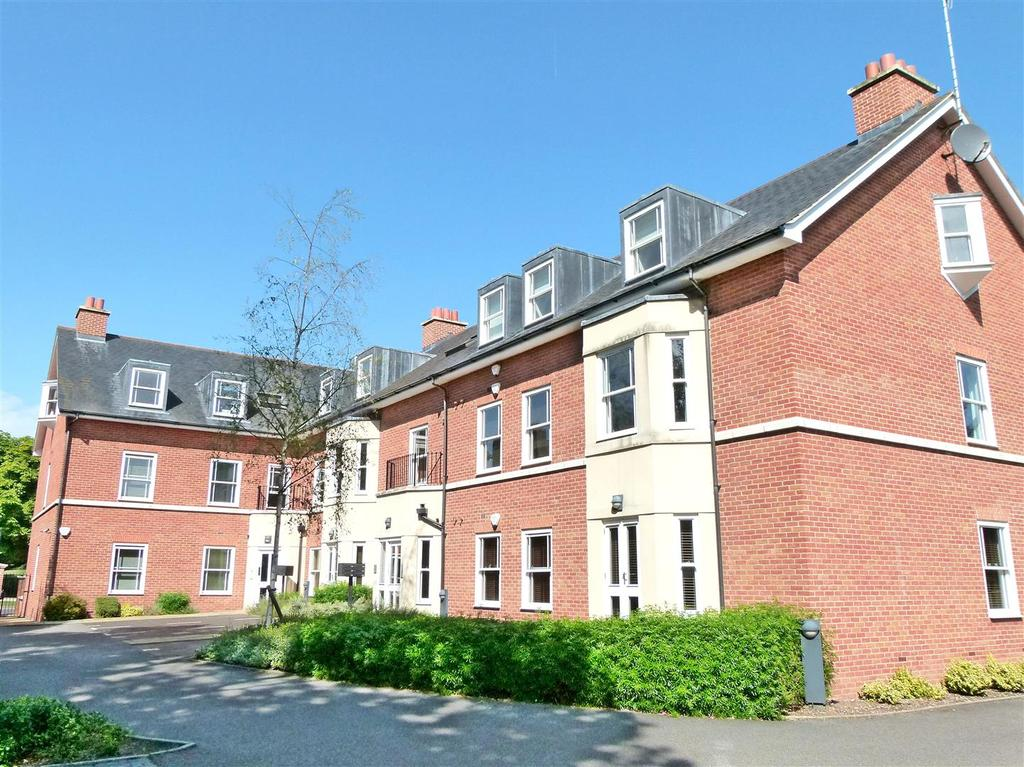 2 Bedrooms Flat for sale in Holywell Hill, St. Albans