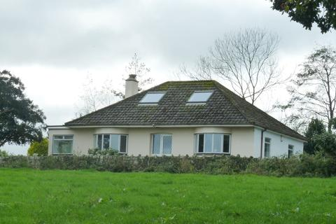 4 bedroom detached bungalow to rent - Burngullow Lane, High Street, St. Austell, Cornwall, PL26