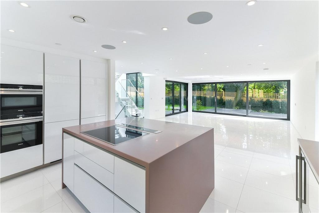 6 Bedrooms Residential Development Commercial