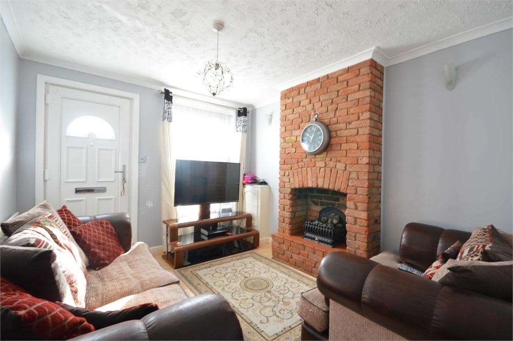 2 Bedrooms Terraced House for sale in St Albans Road, Dartford