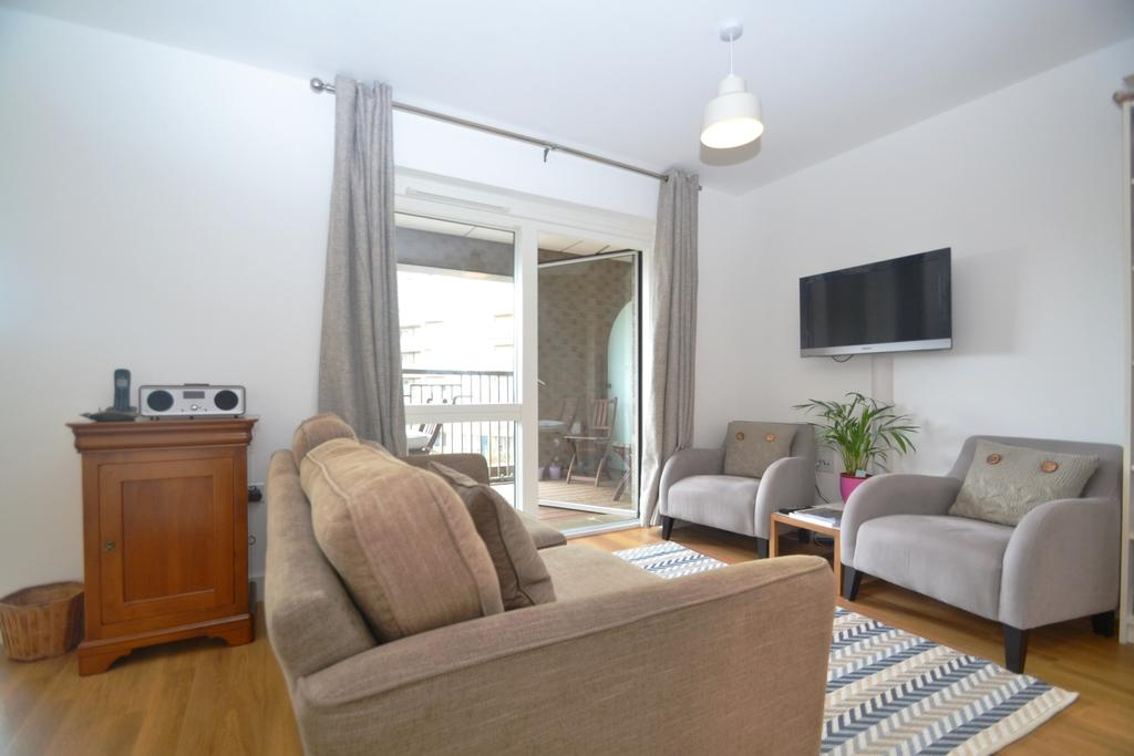 2 Bedrooms Flat for sale in Westmead Court Adenmore Road SE6