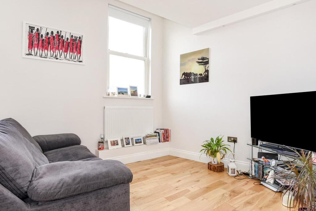1 Bedroom Flat for sale in Weltje Road, Hammersmith