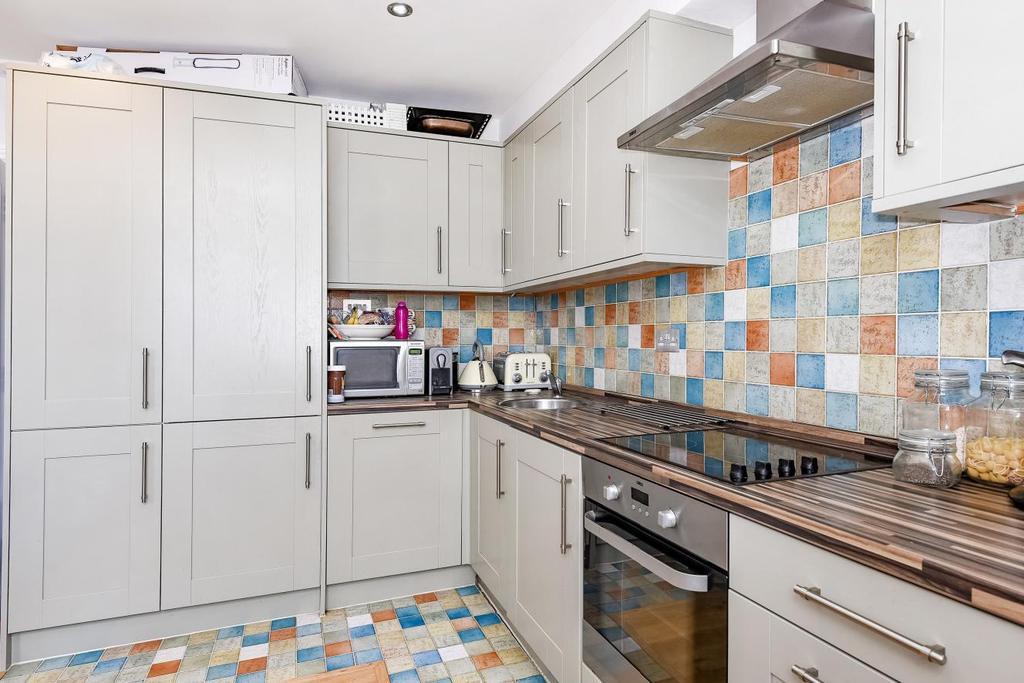 1 Bedroom Flat for sale in Weltje Road, Hammersmith