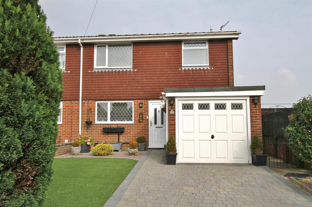 3 Bedrooms Semi Detached House for sale in Vernon Avenue