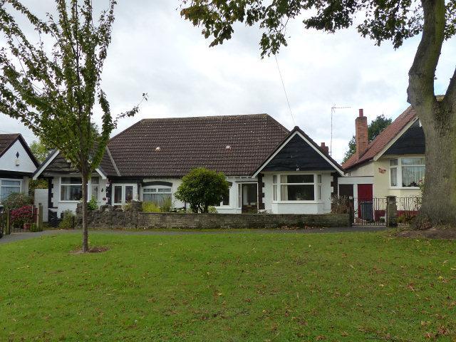 2 Bedrooms Semi Detached Bungalow for sale in Eversley Dale,Erdington,Birmingham