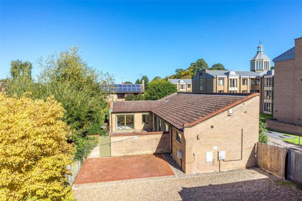 3 Bedrooms Bungalow for sale in Barton Road, Newnham, Cambridge