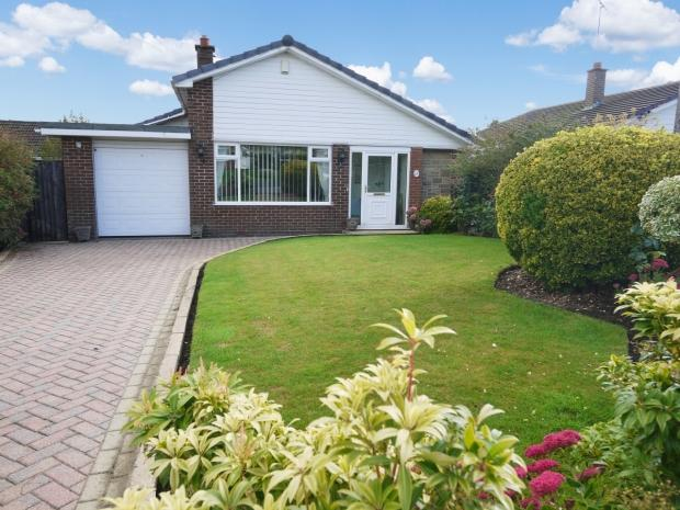 2 Bedrooms Detached Bungalow for sale in Greystone Court Toothill Avenue Brighouse