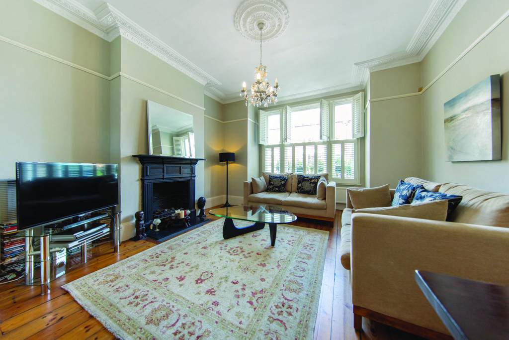 5 Bedrooms Terraced House for sale in Lessar Avenue, SW4