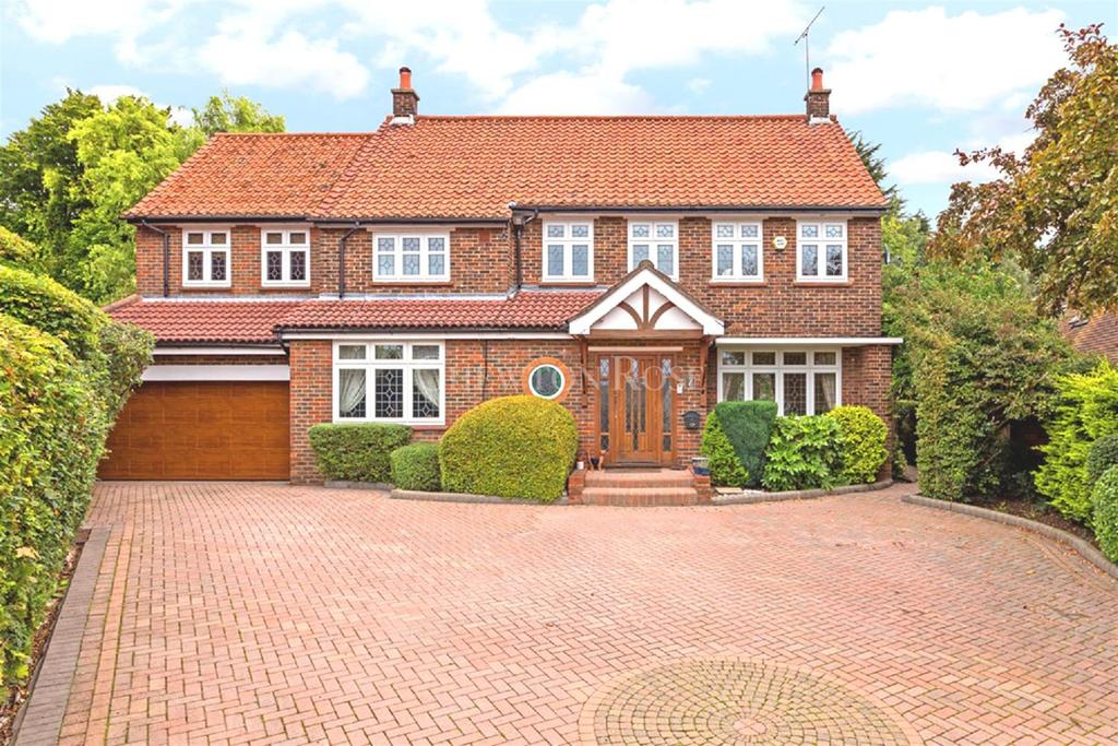 5 Bedrooms Detached House for sale in Chigwell