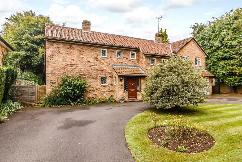 4 Bedrooms Detached House for sale in Camp Road, Gerrards Cross, Buckinghamshire