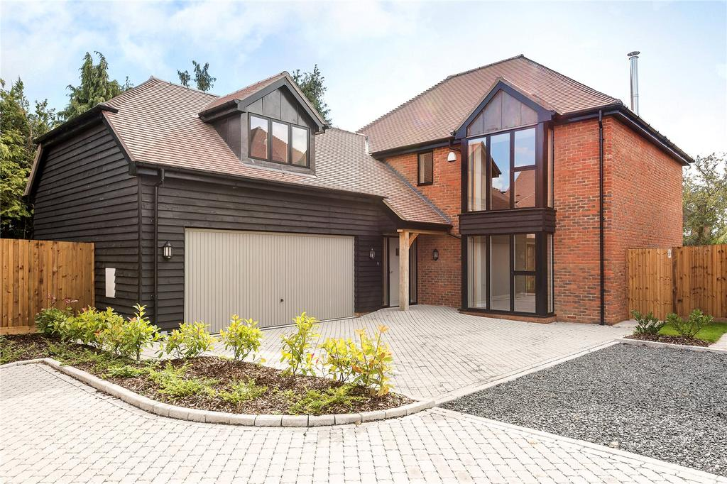 4 Bedrooms Detached House for sale in Dunleys Hill, Odiham, Hook, Hampshire