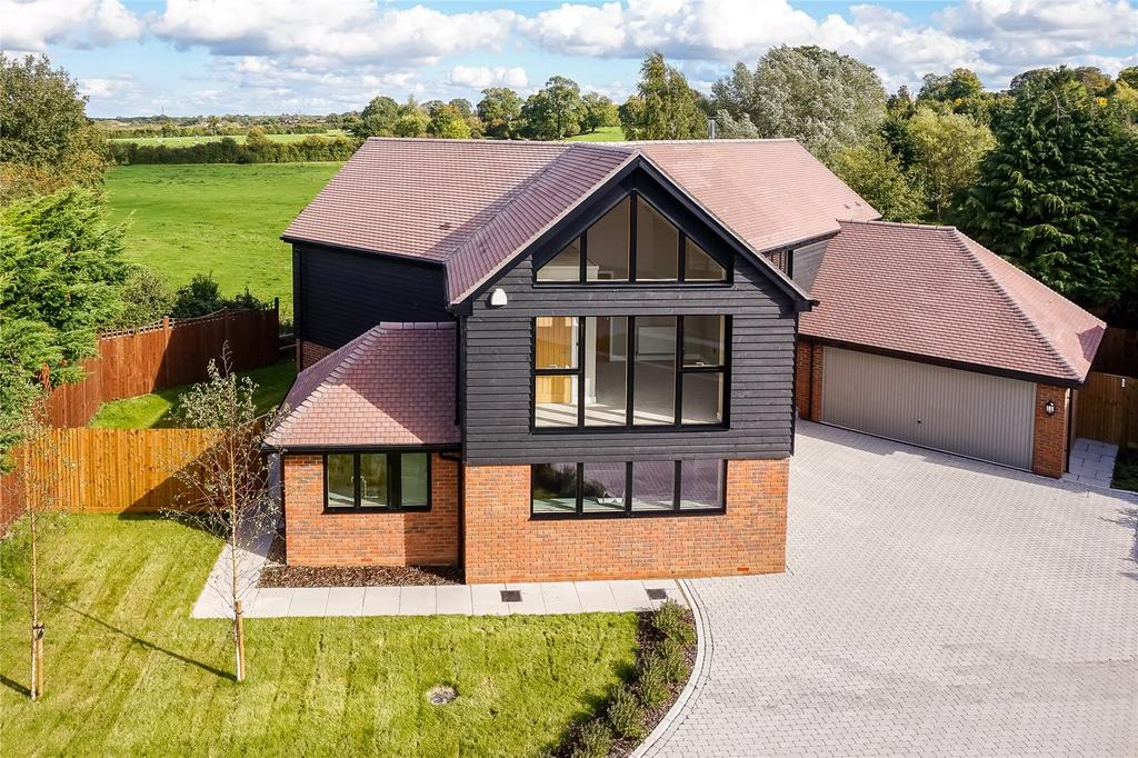 5 Bedrooms Detached House for sale in Dunleys Hill, Odiham, Hook, Hampshire