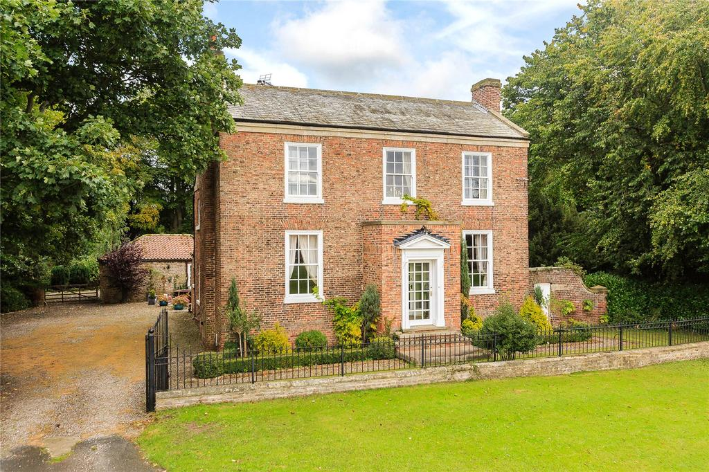4 Bedrooms Detached House for sale in The Green, Kirkby Fleetham, Northallerton, North Yorkshire