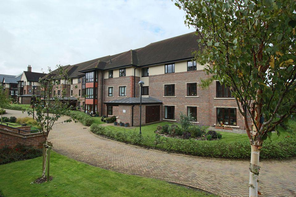 2 Bedrooms Retirement Property for sale in Birch Walk, St Georges Park, Ditchling Common