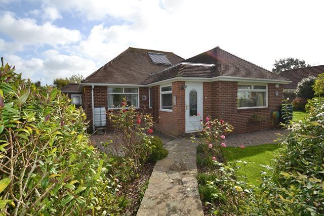 3 Bedrooms Detached Bungalow for sale in Cissbury Road, Ferring, West Sussex, BN12 6QL