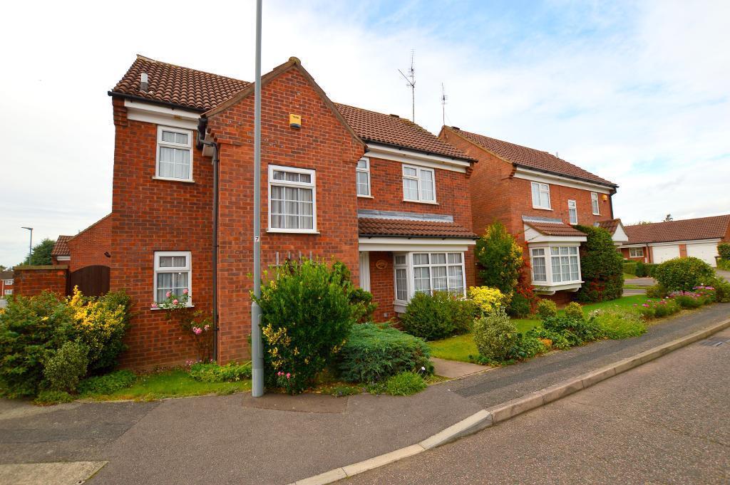 4 Bedrooms Detached House for sale in Cromer Way, Luton, LU2 7EE