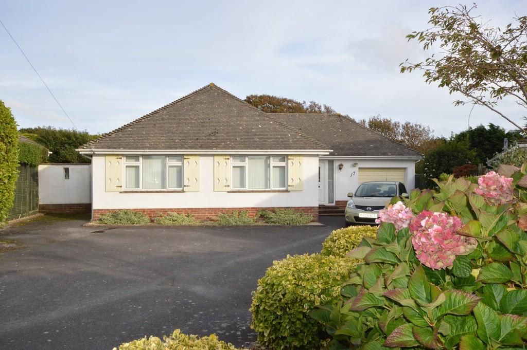 3 Bedrooms Bungalow for sale in Danes Close, Barton On Sea