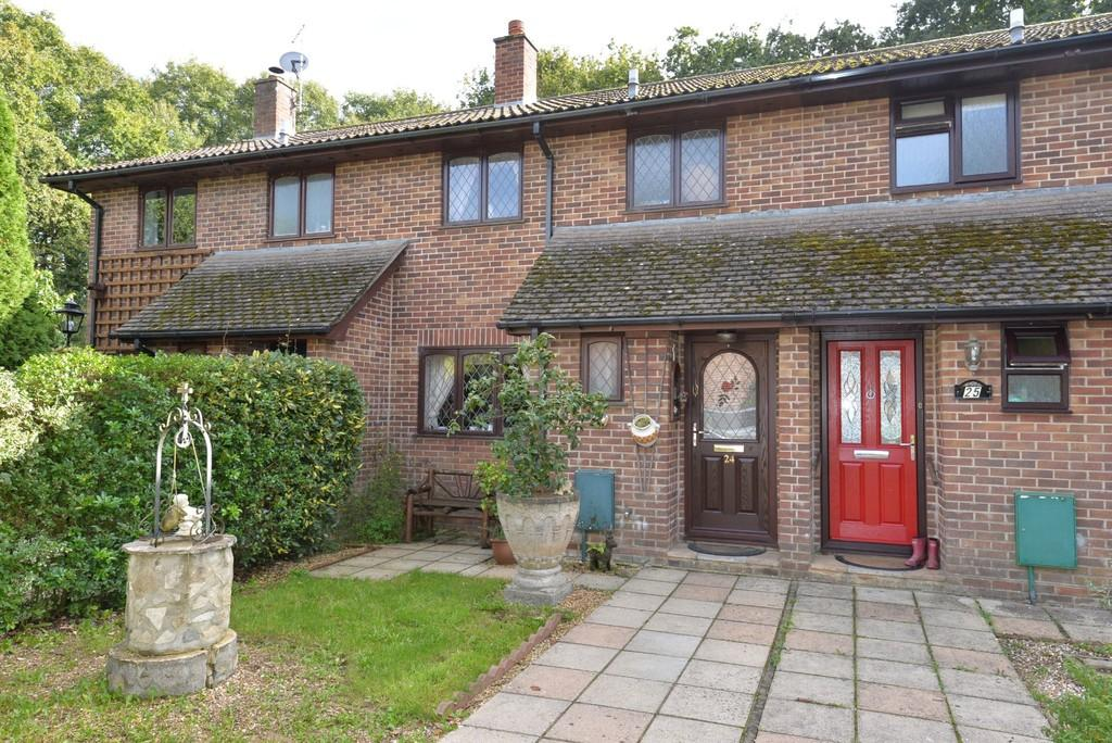 3 Bedrooms Semi Detached House for sale in Wentwood Gardens, New Milton