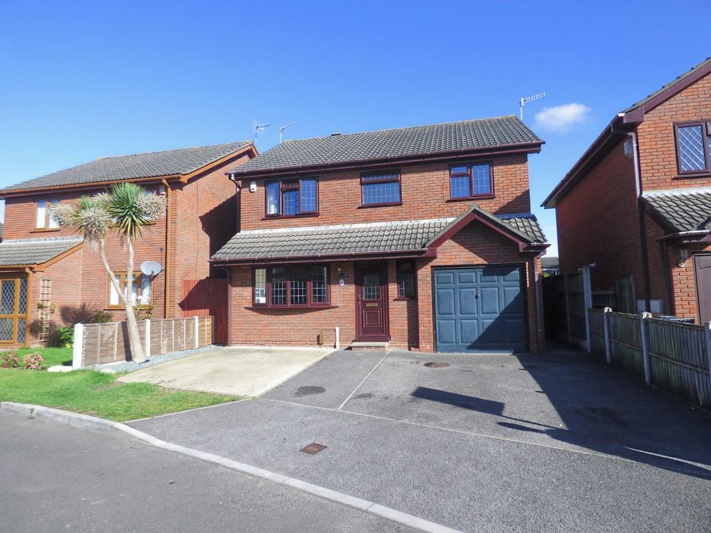 4 Bedrooms Detached House for sale in Canford Heath