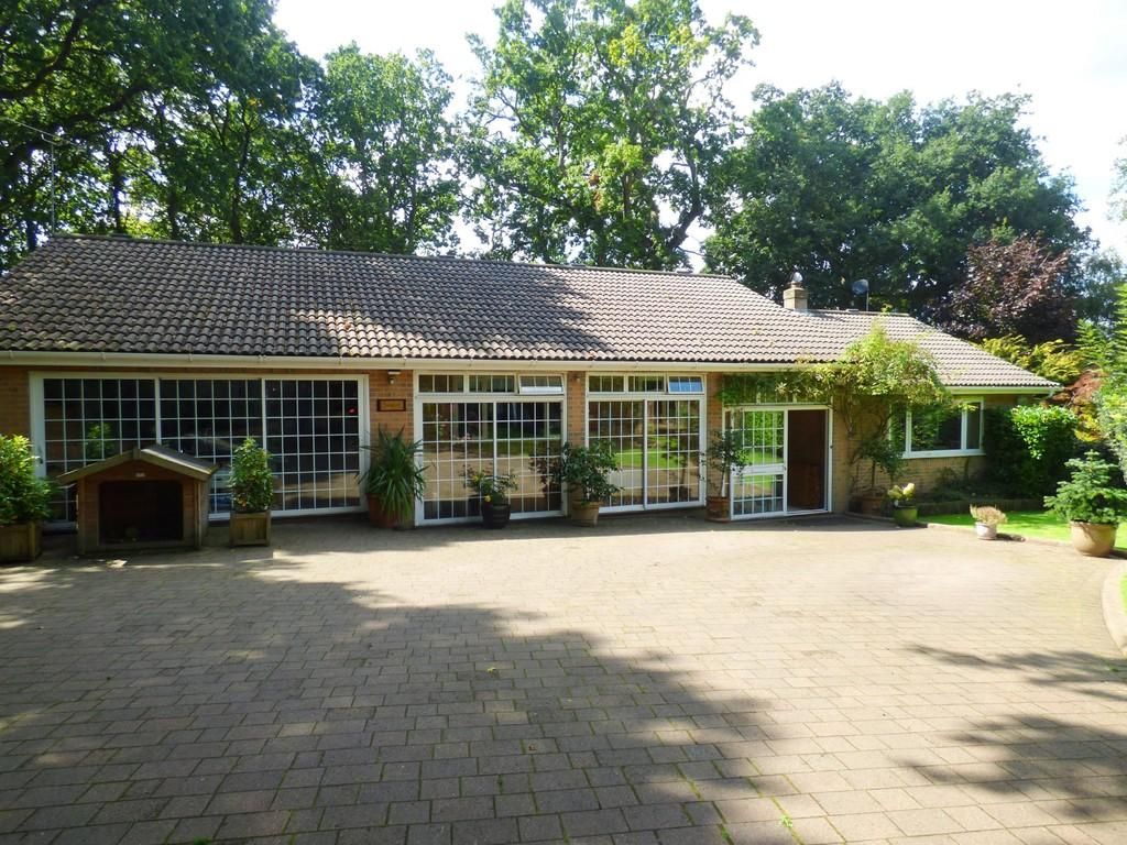 5 Bedrooms Detached Bungalow for sale in CORFE MULLEN