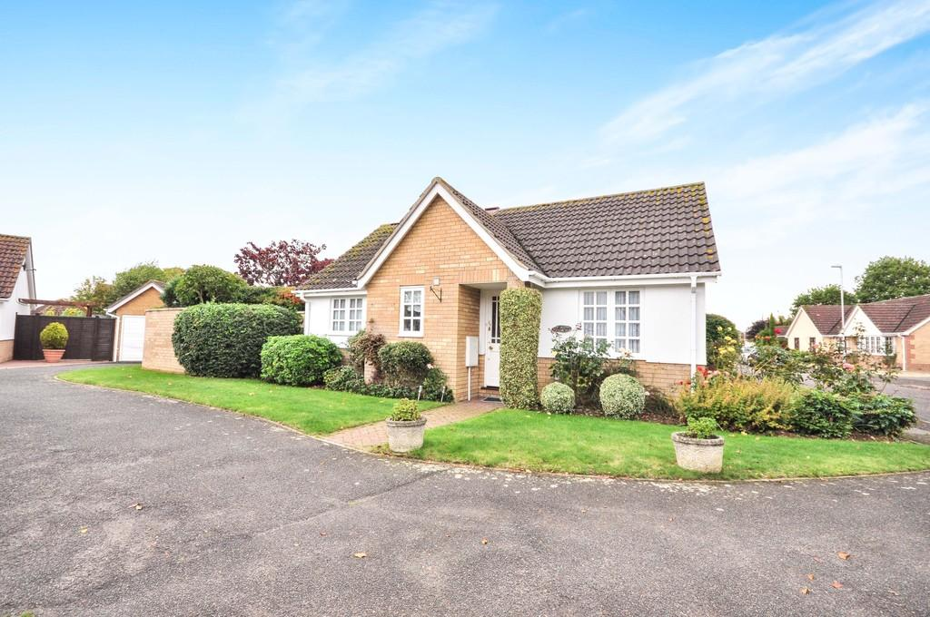 2 Bedrooms Detached Bungalow for sale in Maple Way, Leavenheath CO6 4QP