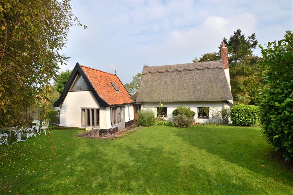 3 Bedrooms Detached House for sale in Burgate, Suffolk