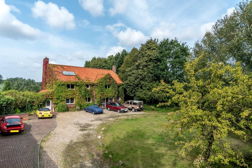 5 Bedrooms Detached House for sale in The Street, Old Costessey
