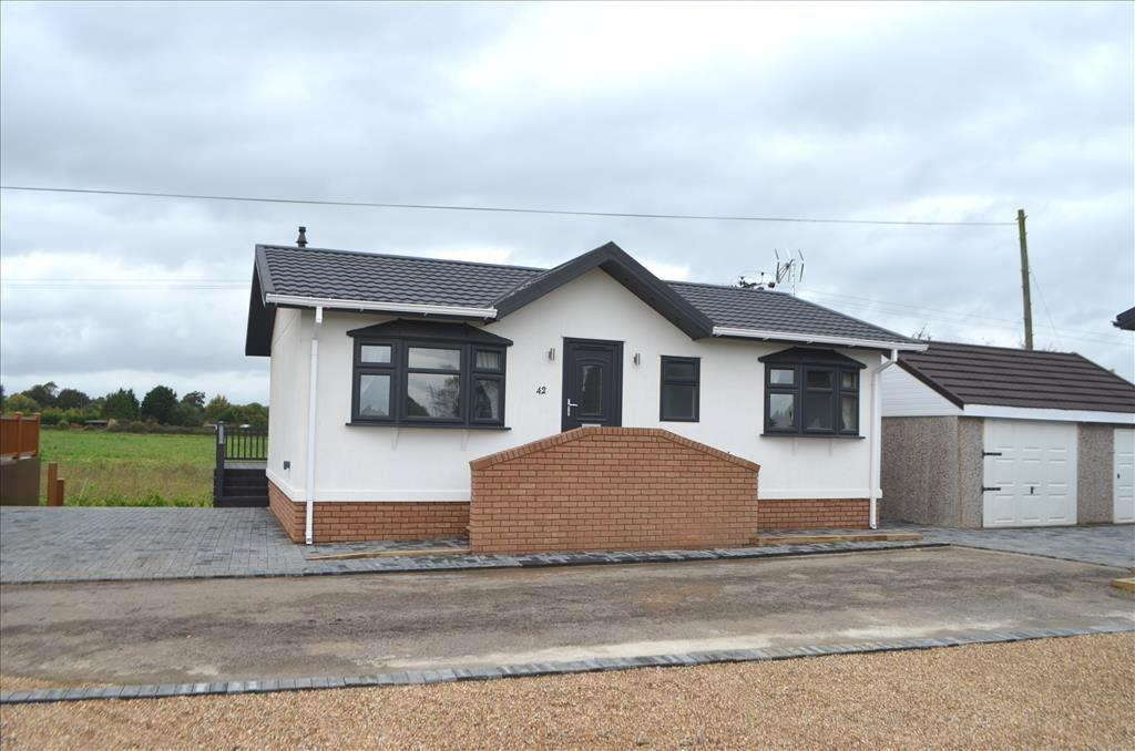 2 Bedrooms Park Home Mobile Home for sale in Stratton Park Drive, Biggleswade, Bedfordshire, SG18