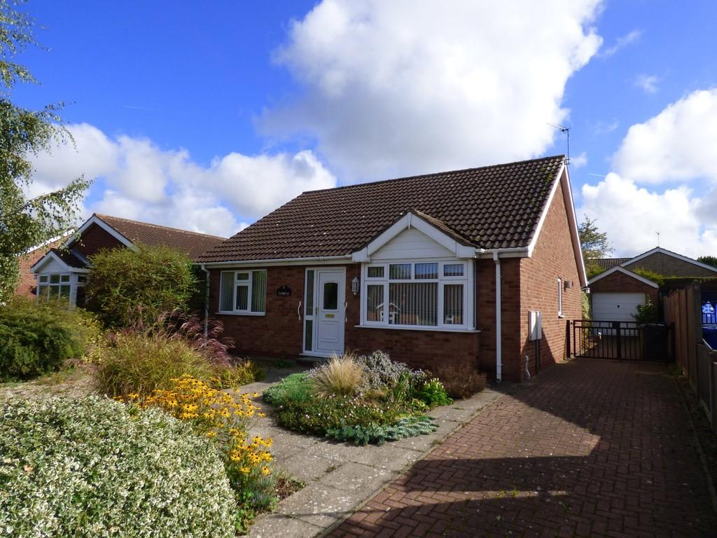2 Bedrooms Detached Bungalow for sale in Tennyson Close, Caistor