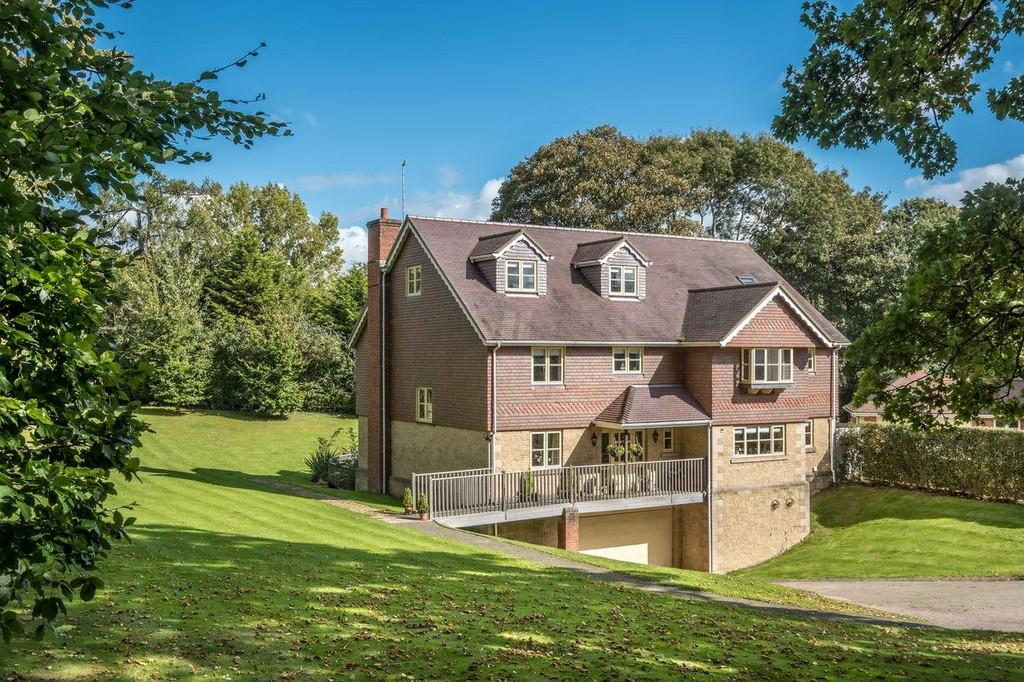 6 Bedrooms Detached House for sale in Binstead, Isle of Wight
