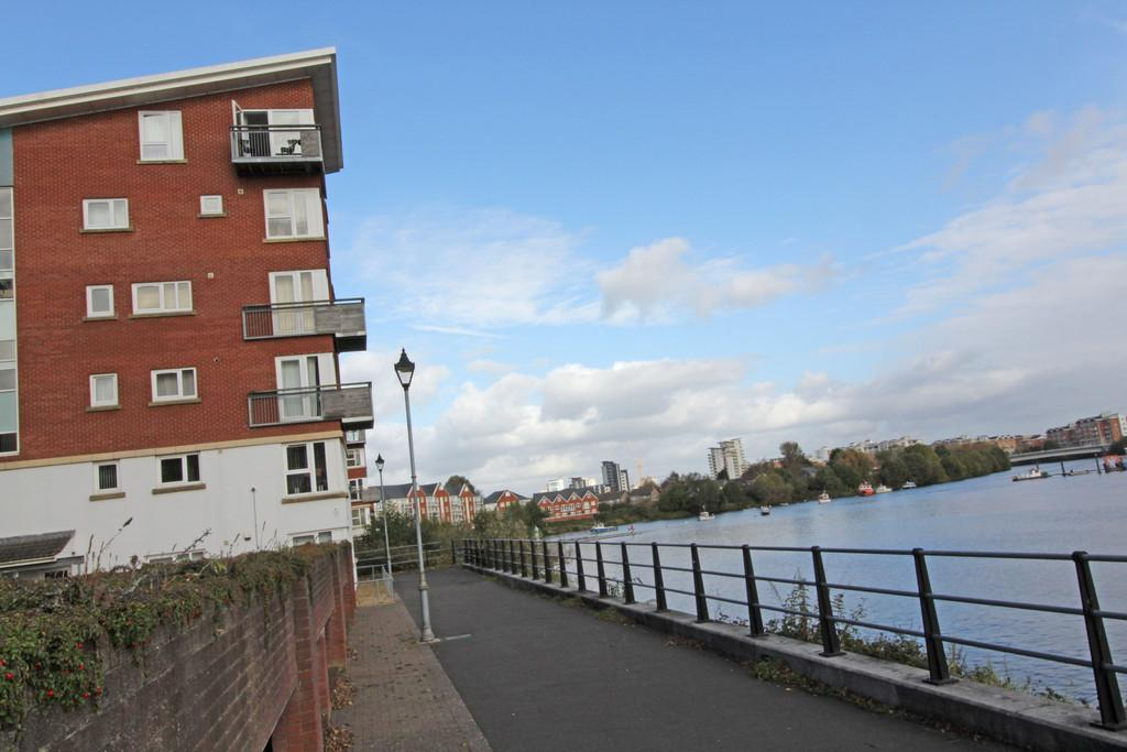 2 Bedrooms Flat for sale in The Sandwharf, Jim Driscoll Way