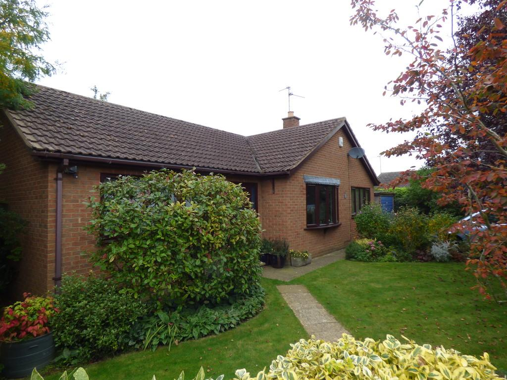 3 Bedrooms Detached Bungalow for sale in All Saints Close, Moulton