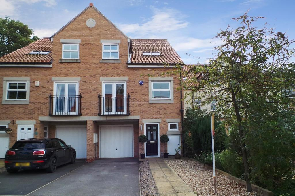 5 Bedrooms Town House for sale in 3 Woodland Drive, Thorp Arch, LS23 7BL