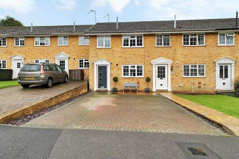 3 bedroom terraced house for sale - Hunters Way, Uckfield, East Sussex