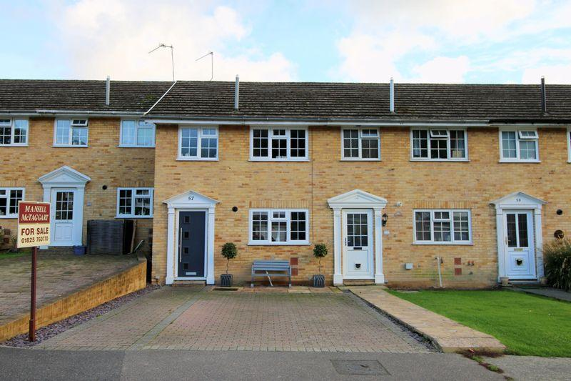 3 Bedrooms Terraced House for sale in Hunters Way, Uckfield, East Sussex